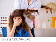 Купить «Young woman visiting young handsome barber», фото № 29744570, снято 9 августа 2018 г. (c) Elnur / Фотобанк Лори