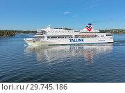 Купить «Круизный паром Romantika компании Tallink в Стокгольмском архипелаге, Швеция», фото № 29745186, снято 1 июня 2018 г. (c) Михаил Марковский / Фотобанк Лори