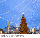 Купить «Christmas (New Year holidays) decoration in Moscow (at night), Russia. Lubyanskaya (Lubyanka) Square.», фото № 29750946, снято 13 января 2019 г. (c) Владимир Журавлев / Фотобанк Лори