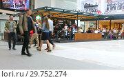 Купить «Starbucks cafe interior in Samara shopping center Kosmoport», видеоролик № 29752274, снято 15 сентября 2019 г. (c) FotograFF / Фотобанк Лори