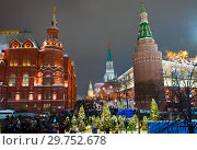 Купить «Вид на Спасскую башню со стороны Манежной площади. Вечерняя новогодняя Москва», фото № 29752678, снято 7 января 2019 г. (c) E. O. / Фотобанк Лори