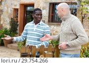 Купить «Farmer inviting neighbor to courtyard», фото № 29754266, снято 15 декабря 2018 г. (c) Яков Филимонов / Фотобанк Лори
