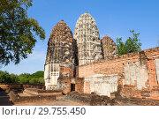 Солнечный день на руинах древнего кхмерского храма Wat Sri Sawai. Исторический парк города Сукхотай, Таиланд (2018 год). Стоковое фото, фотограф Виктор Карасев / Фотобанк Лори