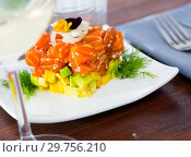 Купить «Salmon tartare formed as cube with avocado», фото № 29756210, снято 22 марта 2019 г. (c) Яков Филимонов / Фотобанк Лори