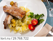 Купить «Fish dish – roasted scomber with mashed potatoes», фото № 29768722, снято 25 января 2020 г. (c) Яков Филимонов / Фотобанк Лори