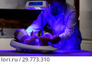 Купить «Newborn infant baby receiving phototherapy», фото № 29773310, снято 19 января 2019 г. (c) Mark Agnor / Фотобанк Лори