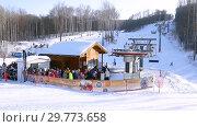 Купить «Chairlift in mountain ski resort in winter sunny day», видеоролик № 29773658, снято 23 января 2019 г. (c) FotograFF / Фотобанк Лори