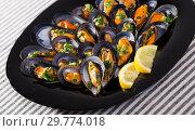 Купить «Photography of plate with mussels under lemon sauce», фото № 29774018, снято 25 июня 2018 г. (c) Яков Филимонов / Фотобанк Лори