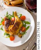Купить «Fried chicken legs with arugula and tomatoes», фото № 29774110, снято 23 марта 2019 г. (c) Яков Филимонов / Фотобанк Лори