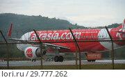 Купить «AirAsia Airbus 320 taxiing», видеоролик № 29777262, снято 25 ноября 2017 г. (c) Игорь Жоров / Фотобанк Лори