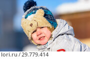 Купить «The kid plays in the winter snow», фото № 29779414, снято 19 января 2019 г. (c) Дмитрий Брусков / Фотобанк Лори