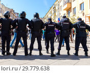 Купить «Police officers block an Leningradskaya street during an opposition protest», фото № 29779638, снято 5 мая 2018 г. (c) FotograFF / Фотобанк Лори