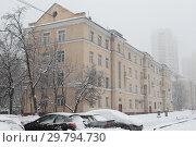 Купить «Москва, Ярославское шоссе дом 128», эксклюзивное фото № 29794730, снято 3 февраля 2018 г. (c) Дмитрий Неумоин / Фотобанк Лори