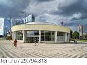 """Купить «Москва, станция метро """"Ботанический сад"""", южный вестибюль», эксклюзивное фото № 29794818, снято 7 августа 2018 г. (c) Dmitry29 / Фотобанк Лори"""