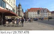 Солнечное апрельское утро на городской улице Дрездена. Германия (2018 год). Редакционное видео, видеограф Виктор Карасев / Фотобанк Лори