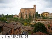 Вид на базилику Cateriniana Di San Доменико пасмурным сентябрьским днем. Сиена, Италия (2017 год). Стоковое фото, фотограф Виктор Карасев / Фотобанк Лори