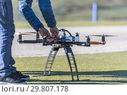 Professional drone being connected with lithium batteries. Стоковое фото, фотограф Carlos Dominique / age Fotostock / Фотобанк Лори