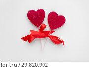 Купить «red heart shaped lollipops for valentines day», фото № 29820902, снято 8 февраля 2018 г. (c) Syda Productions / Фотобанк Лори
