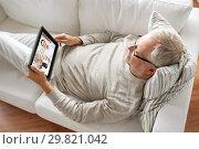 senior man having video chat with pharmacist. Стоковое фото, фотограф Syda Productions / Фотобанк Лори