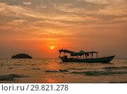 Купить «Tropical sunset», фото № 29821278, снято 26 февраля 2013 г. (c) Юлия Бабкина / Фотобанк Лори