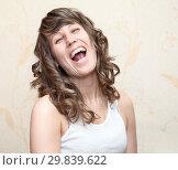 Громко смеющаяся женщина. Стоковое фото, фотограф Кекяляйнен Андрей / Фотобанк Лори