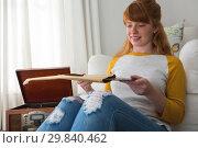 Купить «Woman holding vinyl record at home», фото № 29840462, снято 3 августа 2017 г. (c) Wavebreak Media / Фотобанк Лори