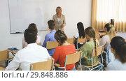 Купить «Mature female speaker giving presentation for students in lecture hall», видеоролик № 29848886, снято 15 октября 2018 г. (c) Яков Филимонов / Фотобанк Лори