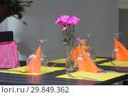 Купить «Живые цветы, бокалы и свечи на столике в кафе», фото № 29849362, снято 2 июля 2018 г. (c) Милана Харитонова / Фотобанк Лори