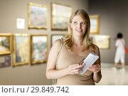 Купить «Woman with glasses visiting museum of arts», фото № 29849742, снято 22 сентября 2018 г. (c) Яков Филимонов / Фотобанк Лори