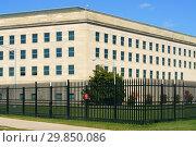 Pentagon, in Arlington County, Virginia, headquarters of  United States Department of Defense (fragment). Арлингтон, Виргиния 22202, США (2018 год). Редакционное фото, фотограф Валерия Попова / Фотобанк Лори