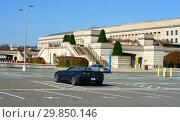 Pentagon, in Arlington County, Virginia, headquarters of  United States Department of Defense. View from south. Арлингтон, Виргиния 22202, США (2018 год). Редакционное фото, фотограф Валерия Попова / Фотобанк Лори