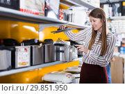 Купить «housewife buying fryer», фото № 29851950, снято 12 декабря 2017 г. (c) Яков Филимонов / Фотобанк Лори
