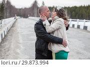 Купить «Мужчина и женщина страстно обнимаются на мосту, на дороге», фото № 29873994, снято 20 апреля 2012 г. (c) Кекяляйнен Андрей / Фотобанк Лори