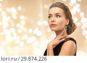 beautiful young woman wearing diamond earrings. Стоковое фото, фотограф Syda Productions / Фотобанк Лори