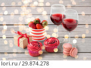 Купить «close up of red sweets for valentines day», фото № 29874278, снято 8 февраля 2018 г. (c) Syda Productions / Фотобанк Лори