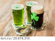 Купить «shamrock on glass of beer and horseshoe on table», фото № 29874310, снято 31 января 2018 г. (c) Syda Productions / Фотобанк Лори
