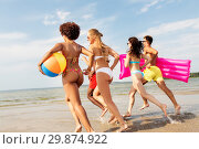 Купить «friends run with beach ball and swimming mattress», фото № 29874922, снято 29 июля 2018 г. (c) Syda Productions / Фотобанк Лори