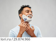 Купить «indian man shaving beard with razor blade», фото № 29874966, снято 27 октября 2018 г. (c) Syda Productions / Фотобанк Лори