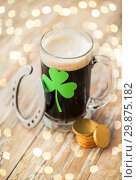 Купить «shamrock on glass of beer, horseshoe and coins», фото № 29875182, снято 31 января 2018 г. (c) Syda Productions / Фотобанк Лори
