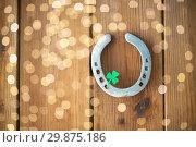 Купить «horseshoe with shamrock on wooden background», фото № 29875186, снято 31 января 2018 г. (c) Syda Productions / Фотобанк Лори