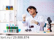 Купить «Young chemist working in the lab», фото № 29888874, снято 19 октября 2018 г. (c) Elnur / Фотобанк Лори