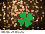 Купить «green paper shamrock over festive lights», фото № 29889962, снято 31 января 2018 г. (c) Syda Productions / Фотобанк Лори