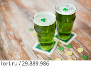 Купить «glasses of green beer with shamrock and gold coins», фото № 29889986, снято 31 января 2018 г. (c) Syda Productions / Фотобанк Лори
