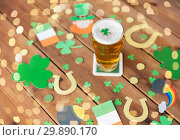 Купить «glass of beer and st patricks day party props», фото № 29890170, снято 31 января 2018 г. (c) Syda Productions / Фотобанк Лори