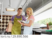 Купить «couple of sellers with tablet pc at food truck», фото № 29890566, снято 1 августа 2017 г. (c) Syda Productions / Фотобанк Лори