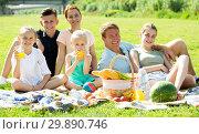Купить «Parents with kids having picnic», фото № 29890746, снято 7 июля 2020 г. (c) Яков Филимонов / Фотобанк Лори