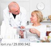 Купить «MAture woman and doctor», фото № 29890942, снято 14 ноября 2017 г. (c) Яков Филимонов / Фотобанк Лори