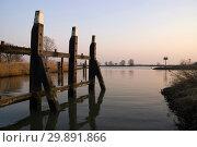 Купить «Mooring post Merwede river», фото № 29891866, снято 27 марта 2007 г. (c) John Stuij / Фотобанк Лори