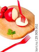 Купить «Твёрдый копчёный сыр ручной работы в парафиновой оболочке», фото № 29909002, снято 13 января 2019 г. (c) V.Ivantsov / Фотобанк Лори
