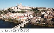 Купить «Aerial view of Beziers with Old Bridge and Cathedral of Saint Nazaire, France», видеоролик № 29915730, снято 6 января 2019 г. (c) Яков Филимонов / Фотобанк Лори
